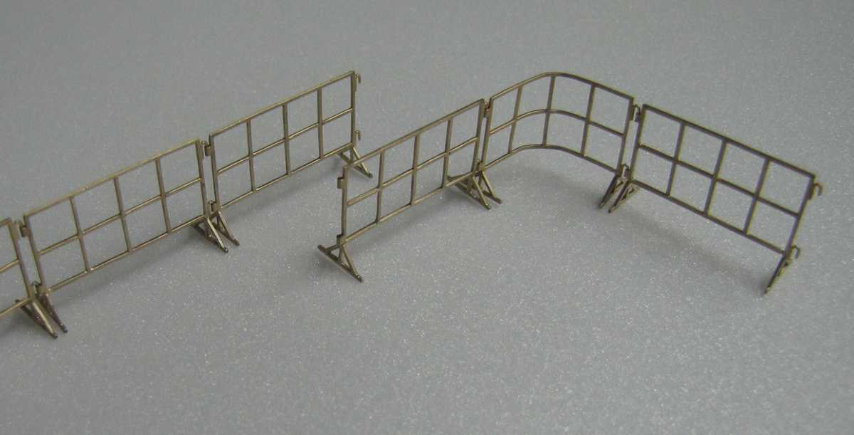 Miniworld 1/72 museum or airfield fencing, type 1 (3 pcs)