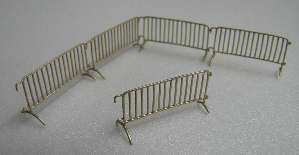 Miniworld 1/72 museum or airfield fencing, type 2 (3 pcs)